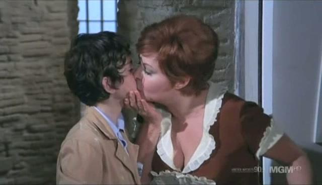 Pussycat kiss clip / Watch