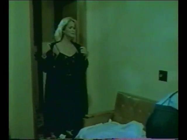 Pecado Horizontal Boys peeking funny clip / Watch